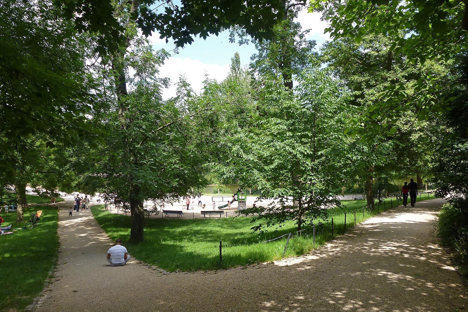 Bois de Vincennes # Bois De Vincennes Chien